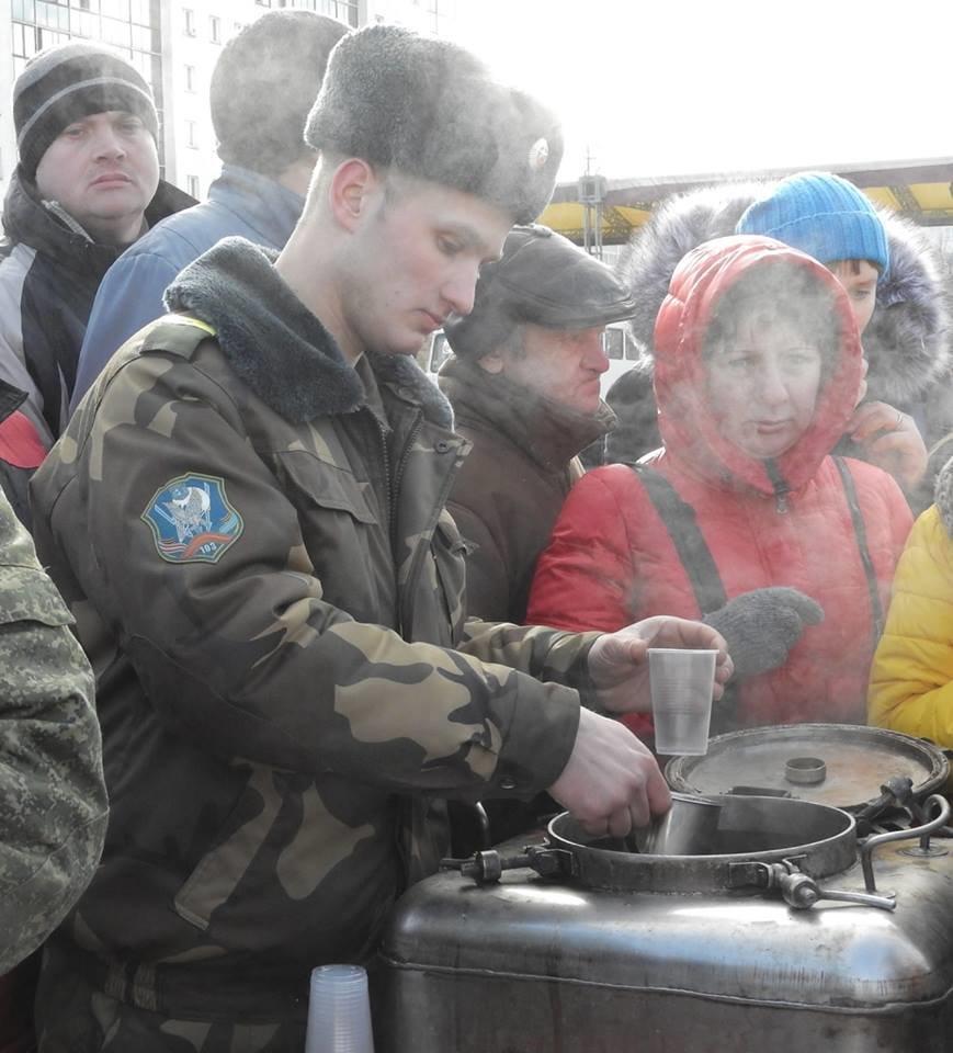 Полевая кухня и «захват заложников». В Витебске на главной площади отметили День защитника Отечества, фото-3