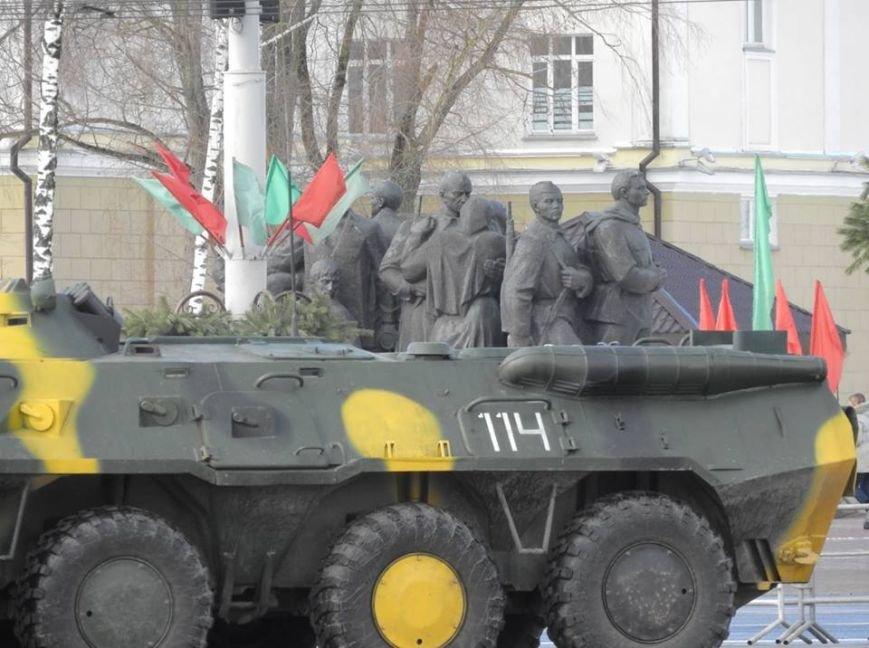 Полевая кухня и «захват заложников». В Витебске на главной площади отметили День защитника Отечества, фото-4