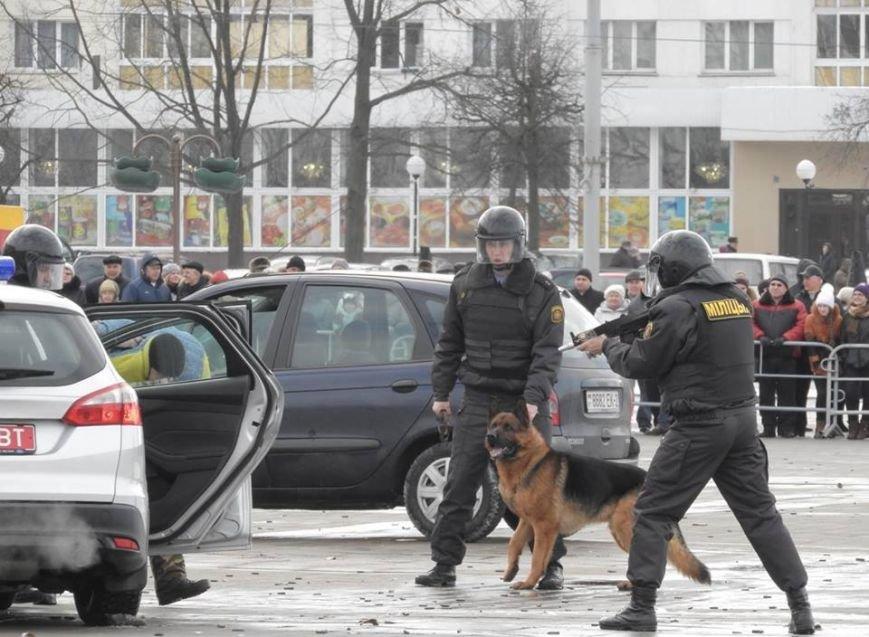 Полевая кухня и «захват заложников». В Витебске на главной площади отметили День защитника Отечества, фото-13