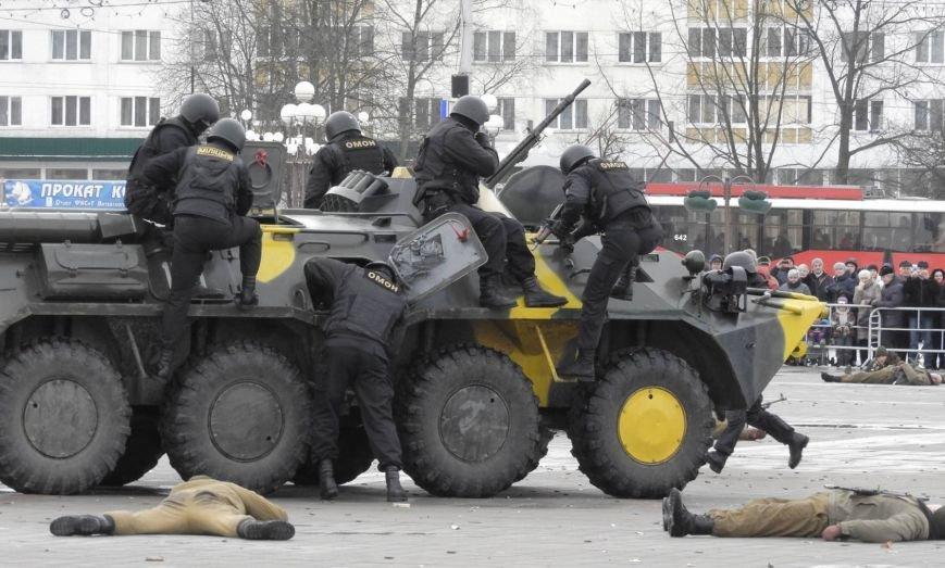 Полевая кухня и «захват заложников». В Витебске на главной площади отметили День защитника Отечества, фото-6