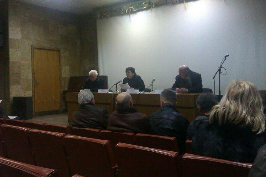 В Днепродзержинске обсудили проблему демонтированных памятников и памятных знаков тоталитарной эпохи (фото) - фото 1