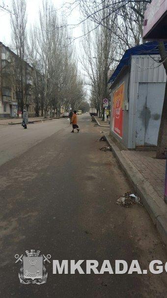 На дороги Николаева выгнали коммунальщиков с метлами (ФОТО) (фото) - фото 2