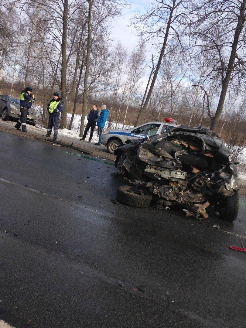 ДТП с жертвами на Московском шоссе: столкнулись две легковушки, грузовик и маршрутка (фото) - фото 1