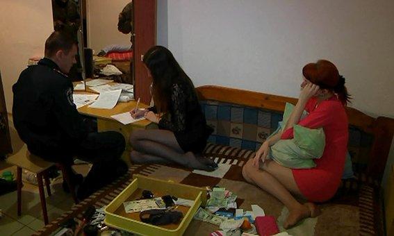 Продажного секса не будет: в Днепропетровске прикрыли бордели с 30-ю проститутками (фото) - фото 1