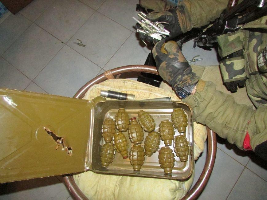 В Донецкой области обнаружен огромный схрон оружия и боеприпасов, фото-1