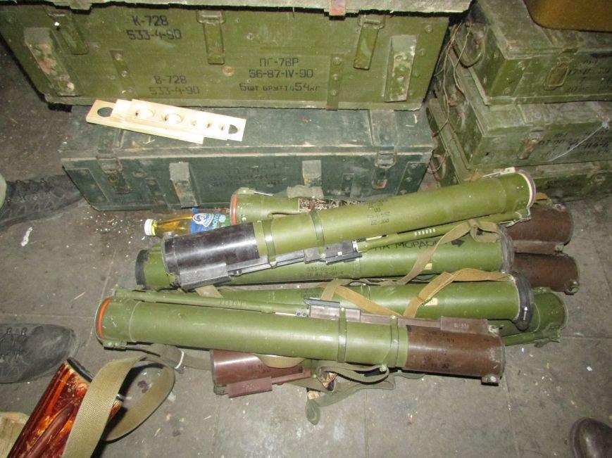 В Донецкой области обнаружен огромный схрон оружия и боеприпасов, фото-3