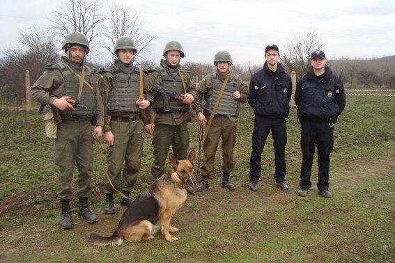 Нацгвардійці знайшли під час навчань біля Ужгорода снаряд (ФОТО) (фото) - фото 1