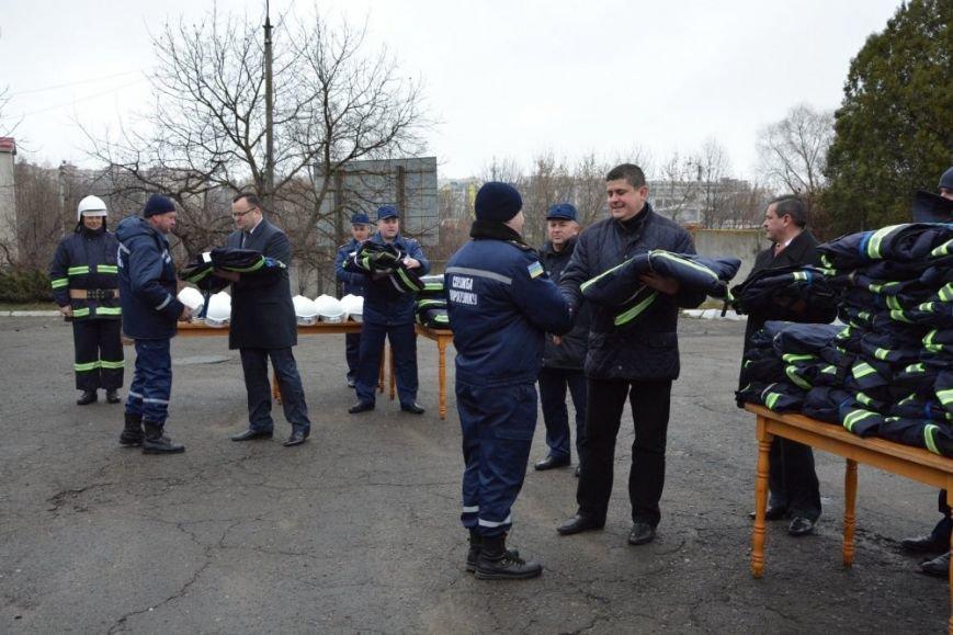 Чернівецькі рятувальники носитимуть новий бойовий одяг та спорядження, фото-2