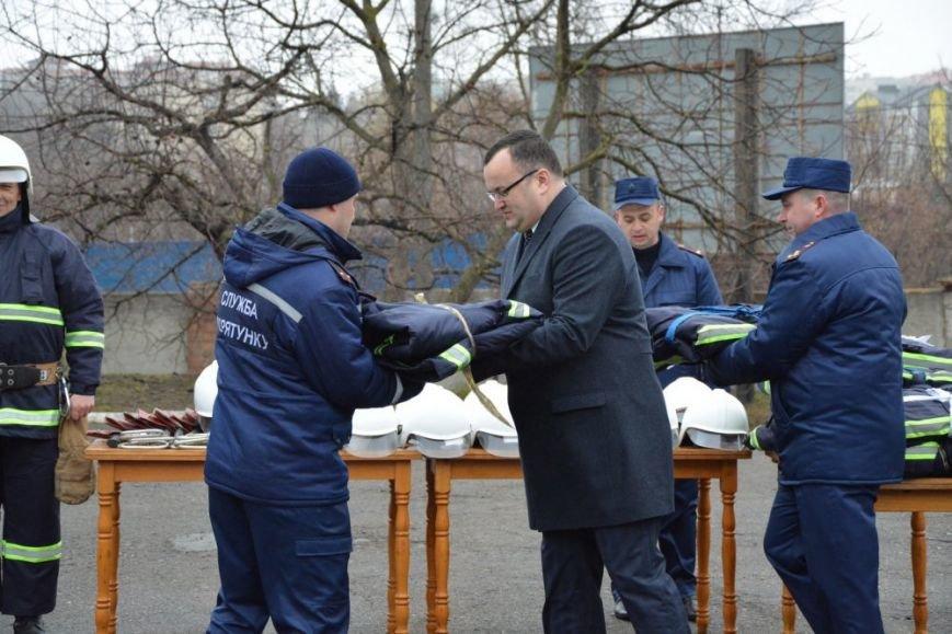 Чернівецькі рятувальники носитимуть новий бойовий одяг та спорядження, фото-1
