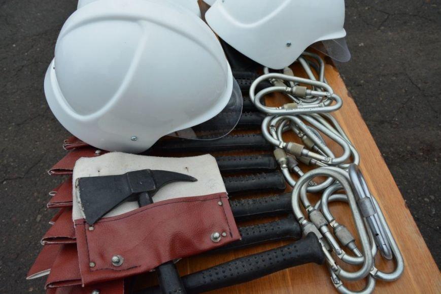Чернівецькі рятувальники носитимуть новий бойовий одяг та спорядження, фото-3