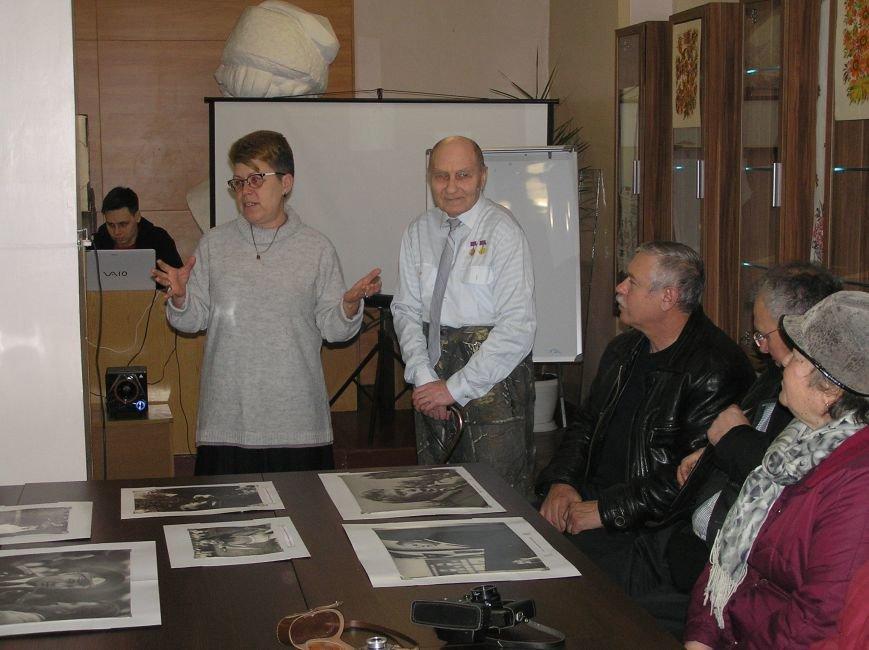 В Бахмуте открылась выставка фотографий «Сквозь время» (фото) - фото 1