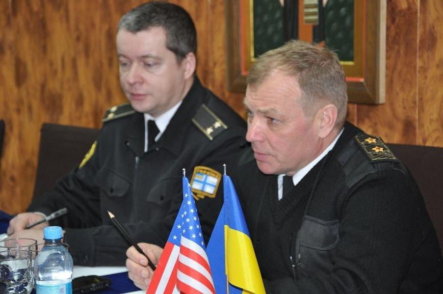 f771123ba4834fc759a8084ec79e93a1 В Одессе украинские моряки встретились с американскими дипломатами