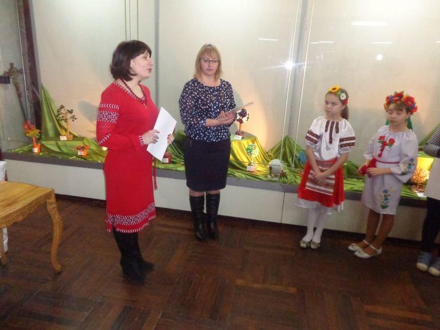 В Красноармейске состоялось награждение юных дарований выставки-конкурса «Таланти твої, Україно!» (фото) - фото 14