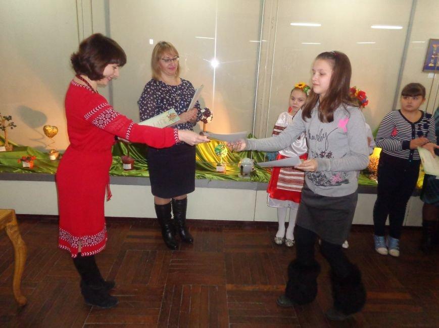 В Красноармейске состоялось награждение юных дарований выставки-конкурса «Таланти твої, Україно!» (фото) - фото 15