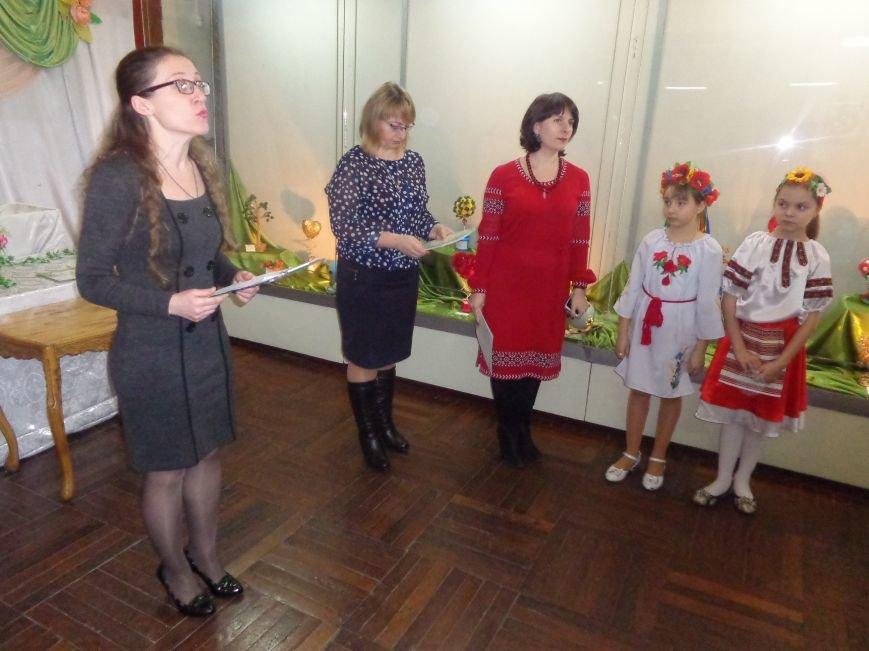 В Красноармейске состоялось награждение юных дарований выставки-конкурса «Таланти твої, Україно!» (фото) - фото 1