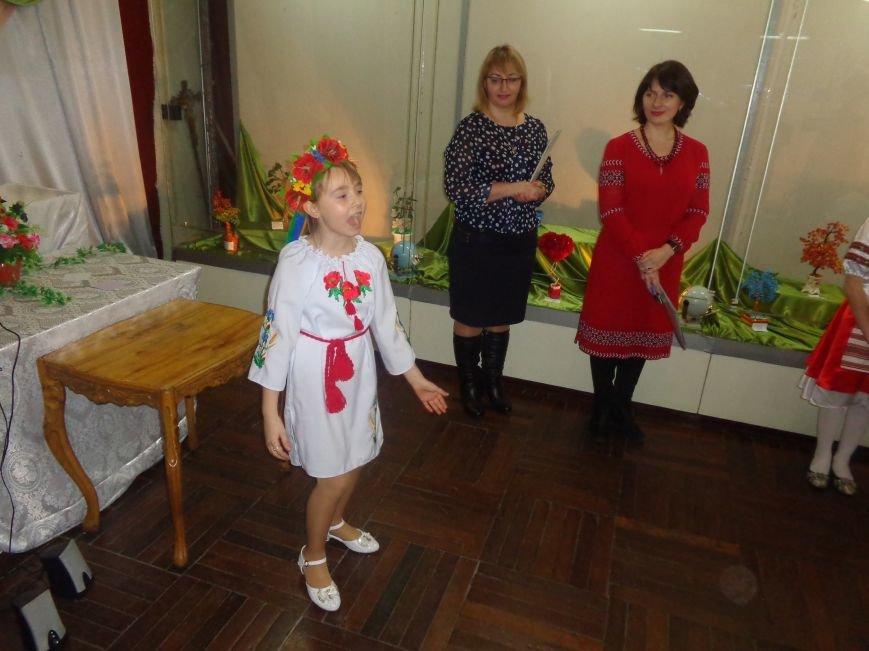 В Красноармейске состоялось награждение юных дарований выставки-конкурса «Таланти твої, Україно!» (фото) - фото 13