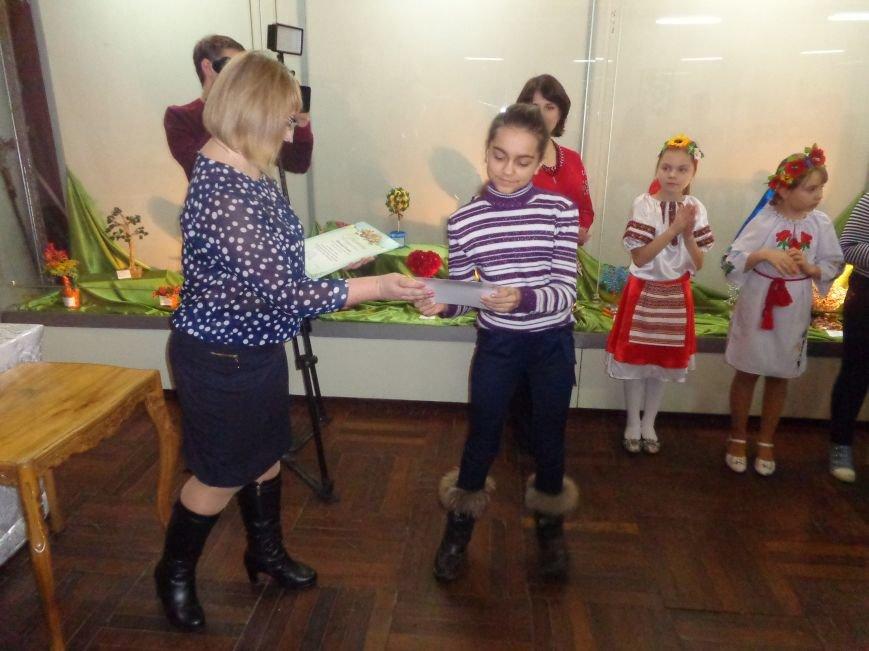 В Красноармейске состоялось награждение юных дарований выставки-конкурса «Таланти твої, Україно!» (фото) - фото 19