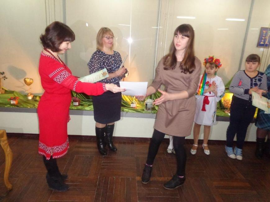 В Красноармейске состоялось награждение юных дарований выставки-конкурса «Таланти твої, Україно!» (фото) - фото 16