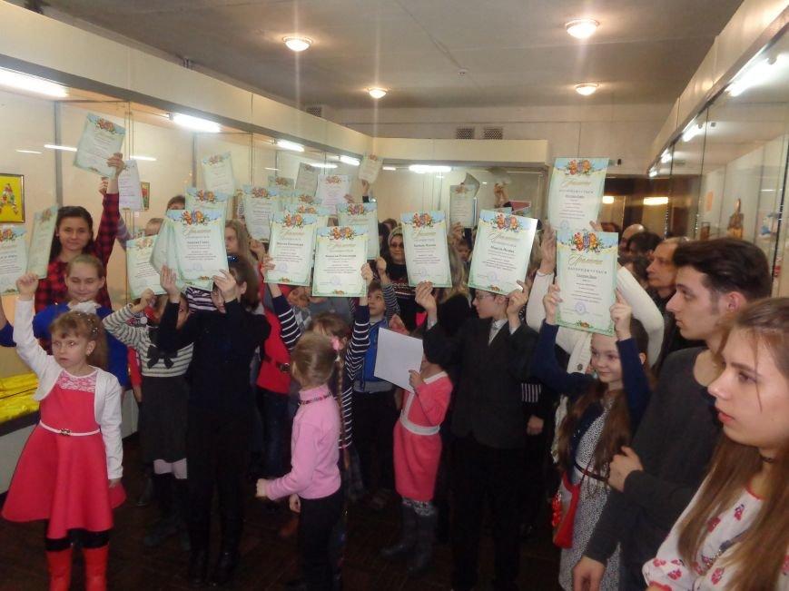 В Красноармейске состоялось награждение юных дарований выставки-конкурса «Таланти твої, Україно!» (фото) - фото 21