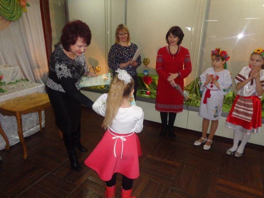 В Красноармейске состоялось награждение юных дарований выставки-конкурса «Таланти твої, Україно!» (фото) - фото 5