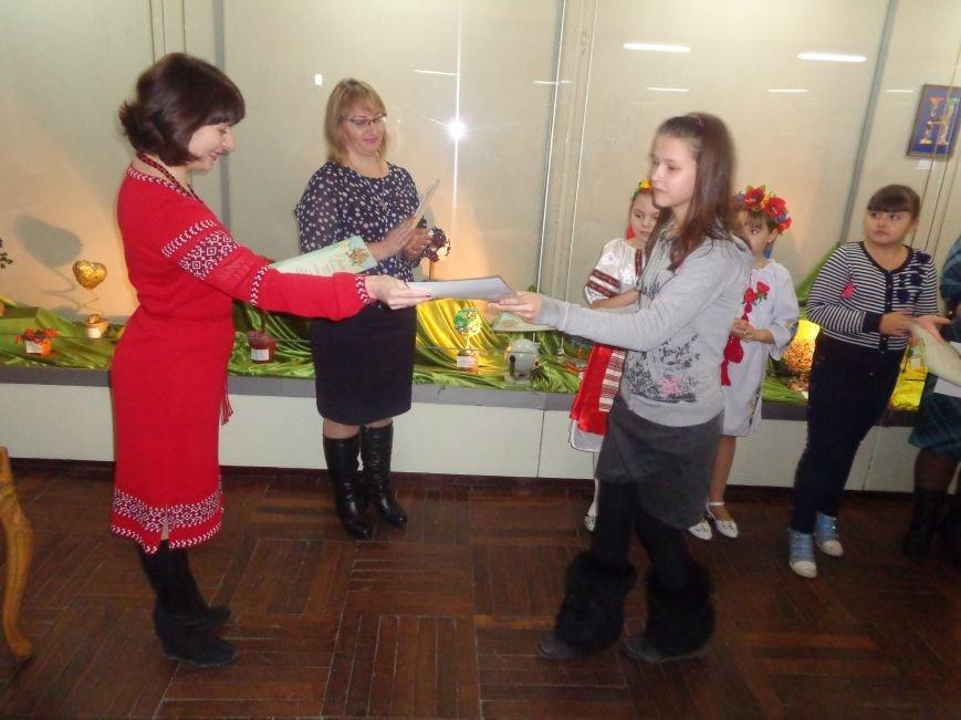 В Красноармейске состоялось награждение юных дарований выставки-конкурса «Таланти твої, Україно!» (фото) - фото 17
