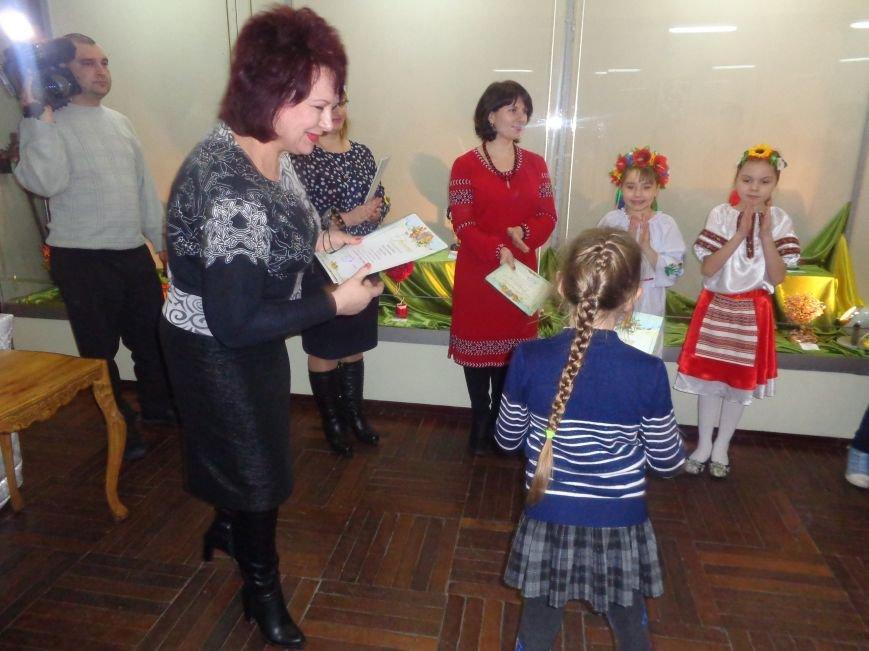 В Красноармейске состоялось награждение юных дарований выставки-конкурса «Таланти твої, Україно!» (фото) - фото 6