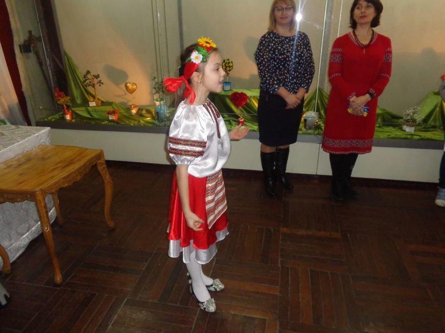В Красноармейске состоялось награждение юных дарований выставки-конкурса «Таланти твої, Україно!» (фото) - фото 22