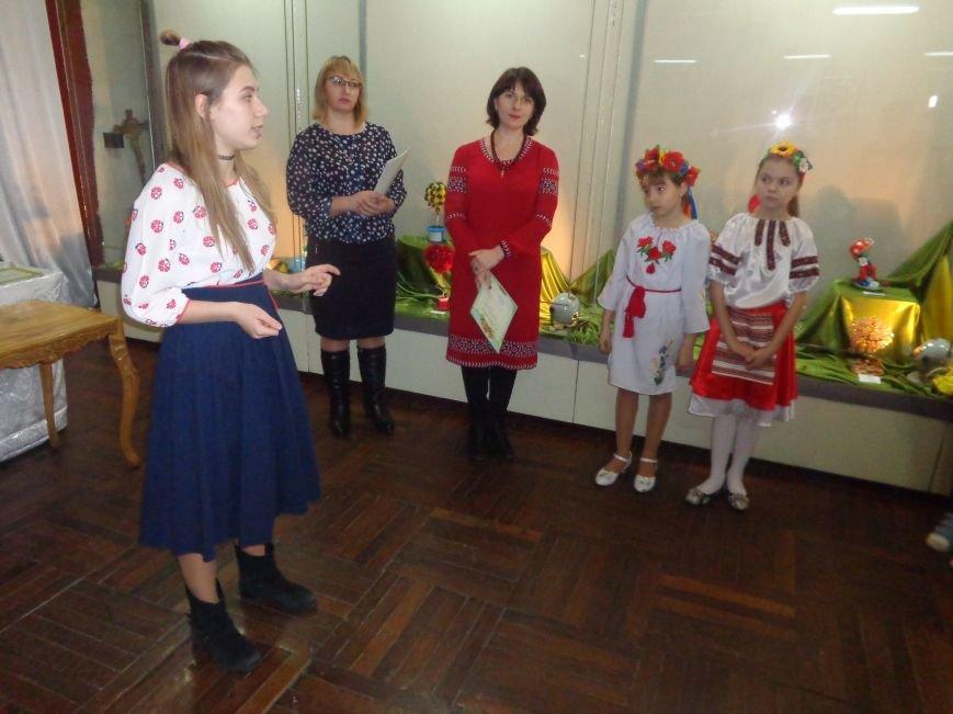 В Красноармейске состоялось награждение юных дарований выставки-конкурса «Таланти твої, Україно!» (фото) - фото 2