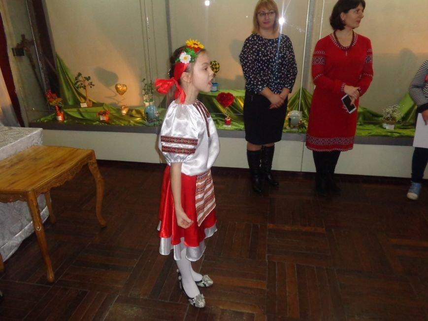 В Красноармейске состоялось награждение юных дарований выставки-конкурса «Таланти твої, Україно!» (фото) - фото 23