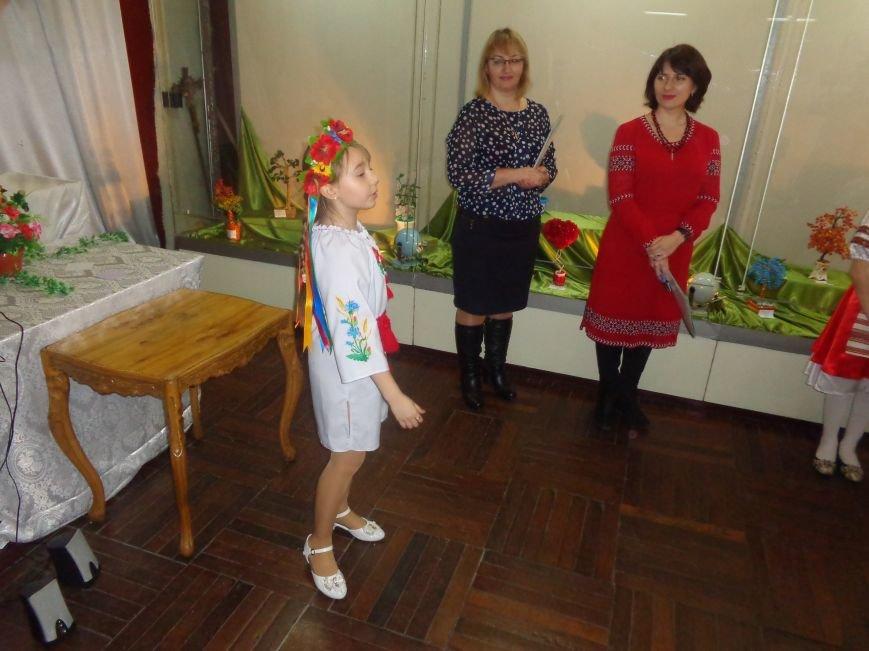 В Красноармейске состоялось награждение юных дарований выставки-конкурса «Таланти твої, Україно!» (фото) - фото 12
