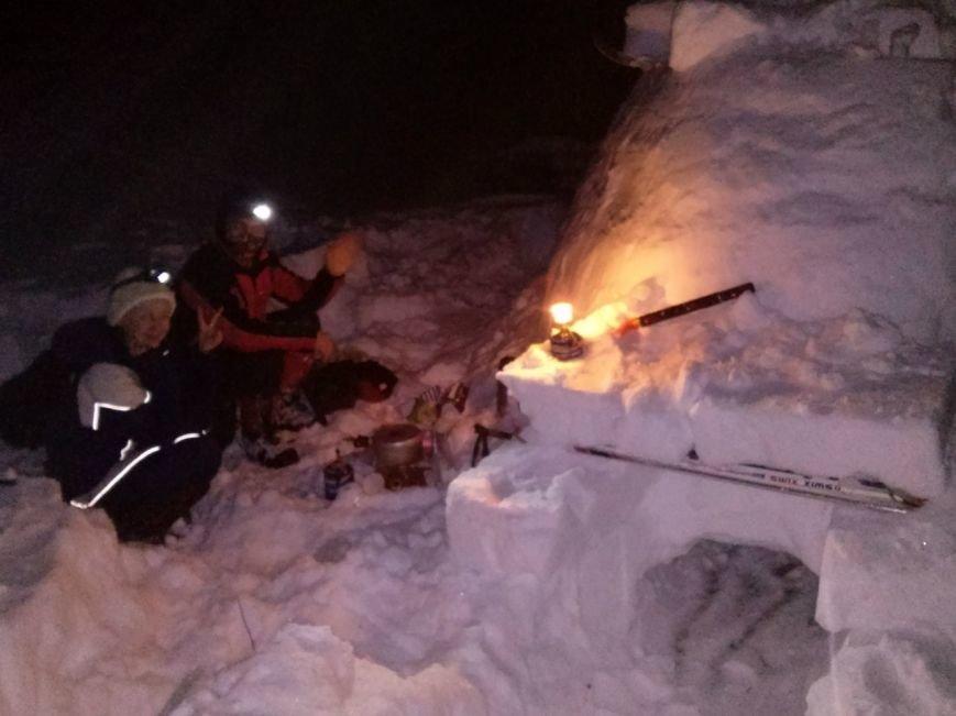 Туристы заночевали в иглу под Сыктывкаром (фото) - фото 1