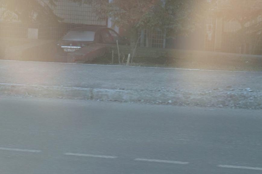 Не прошло и пол года, как бордюр на реконструированной за миллионы бюджетных средств улице начал крошиться (ФОТО) (фото) - фото 2