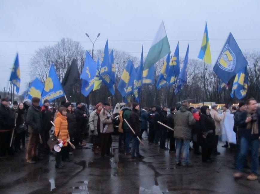 У Конотопі смолоскипною ходою вшанували пам'ять героїв УПА братів Лузанів(Фото), фото-7