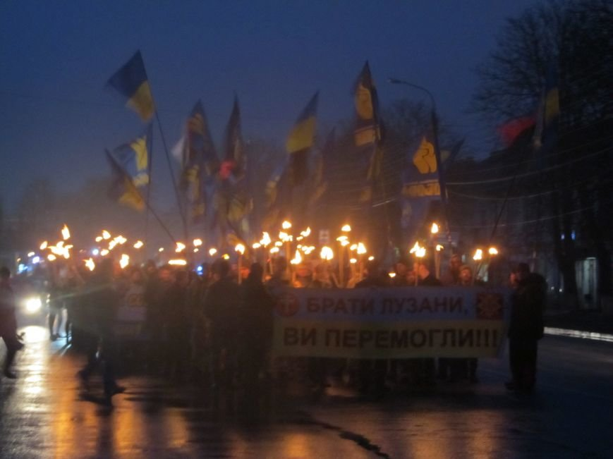 У Конотопі смолоскипною ходою вшанували пам'ять героїв УПА братів Лузанів(Фото), фото-5
