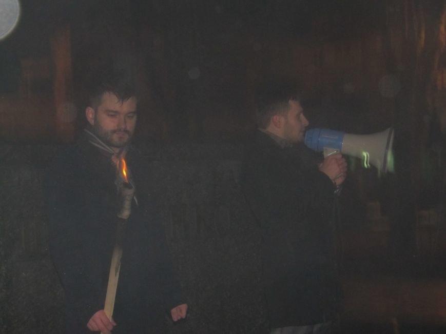 У Конотопі смолоскипною ходою вшанували пам'ять героїв УПА братів Лузанів(Фото), фото-3