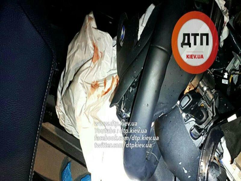 На Большой окружной  BMW X6 врезался в отбойник, один человек погиб (ФОТО) (фото) - фото 1