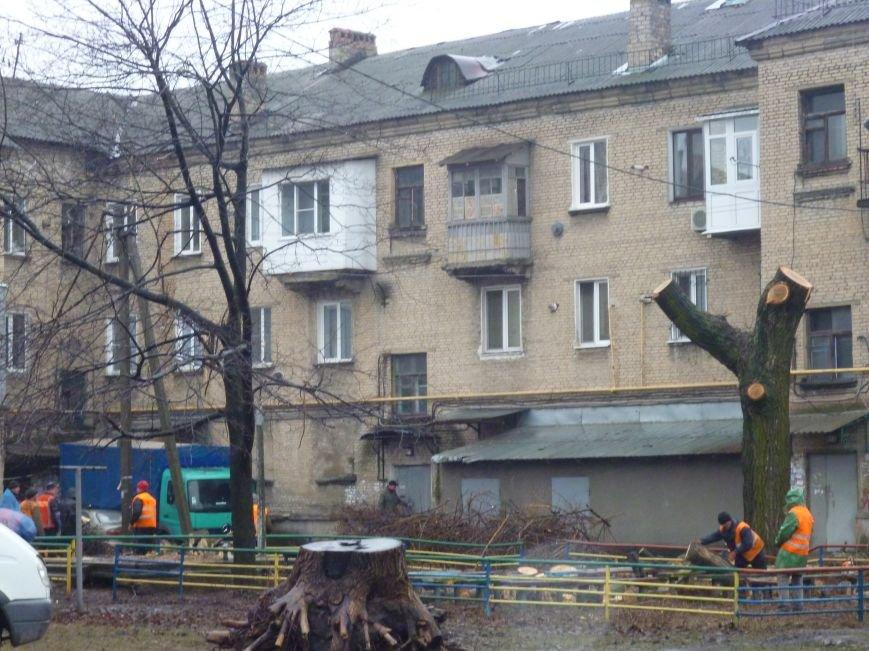 В Красноармейске часть проспекта Шахтостроителей вновь осталась без электроэнергии (фото) - фото 2