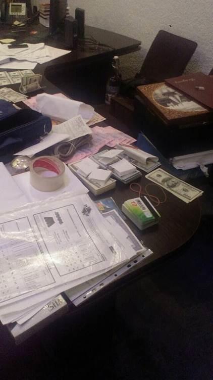 У кабінеті заступника прокурора Тернопільщини знайшли 50 тисяч доларів – СБУ (фото) (фото) - фото 2