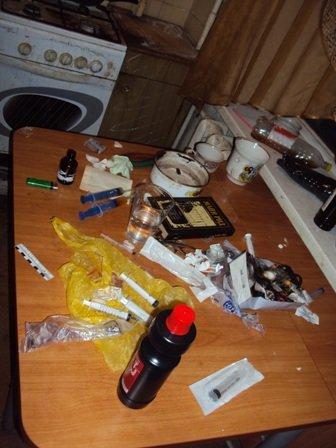 Депортированный из США ростовчанин организовал семейный наркопритон (фото) - фото 1