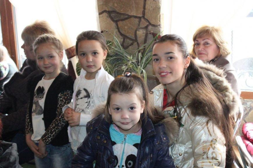 В Алупке провели концерт «Слава армии родной» (фото) - фото 1