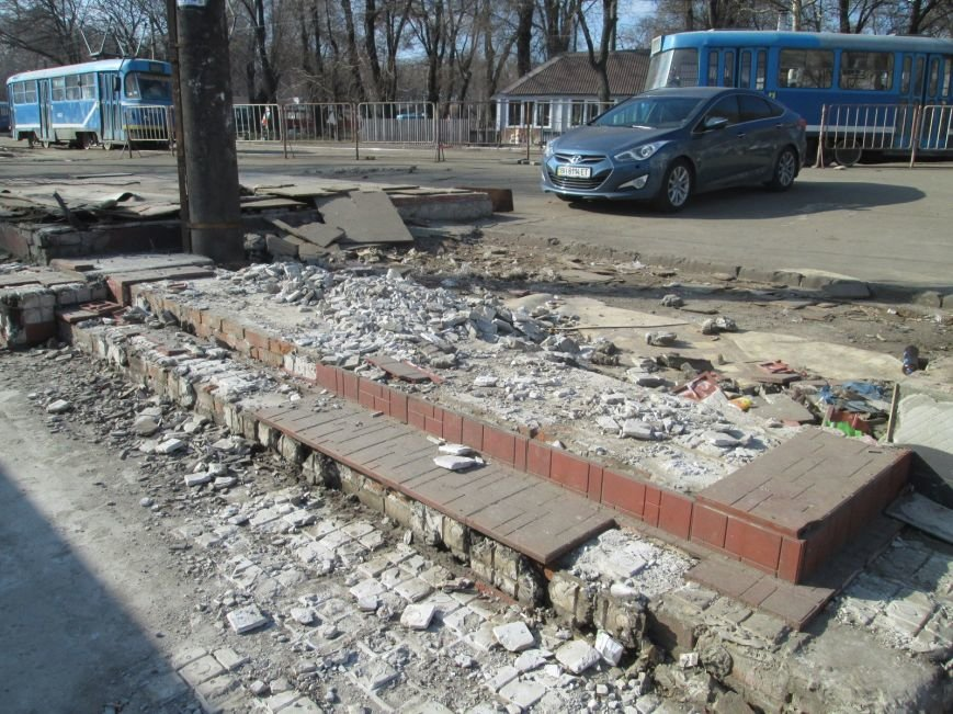 5845303eb1625e82c3e0e11fe39aa326 В центре Одессы выросли настоящие баррикады