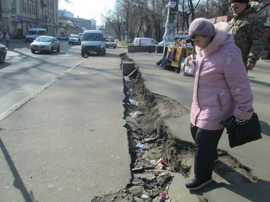 eaf54e086f7a651106b2b6010ee37a4a В центре Одессы выросли настоящие баррикады