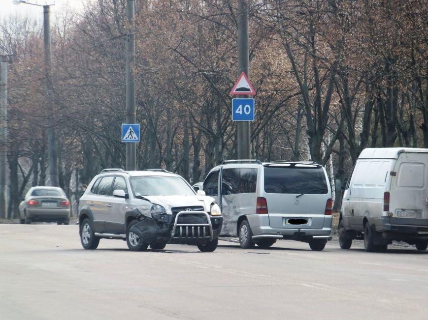 ДТП в Кировограде: внедорожник столкнулся с микроавтобусом. ФОТО (фото) - фото 1