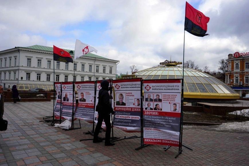В центрі Полтави розмістилися активісти антикорупційного руху (ФОТО, ВІДЕО) (фото) - фото 1