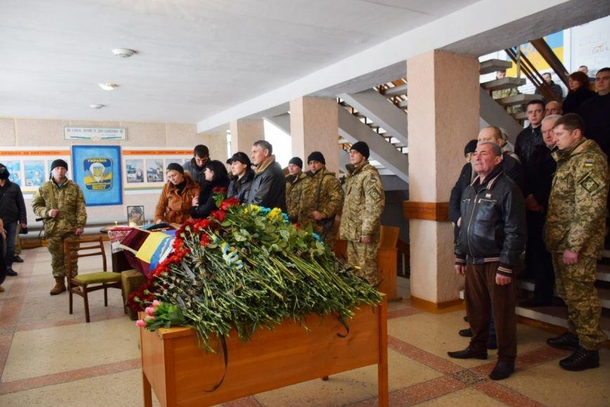 Николаевцы провели в последний путь героя АТО, погибшего в Донецком аэропорту (ФОТО) (фото) - фото 1