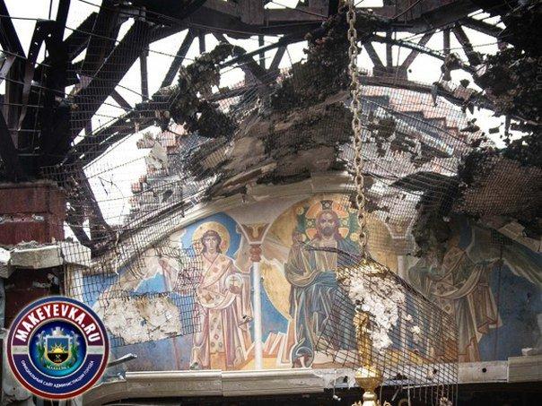 Архиепископ Макеевский Варнава отслужил Божественную Литургию в разрушенном храме (фото) - фото 1