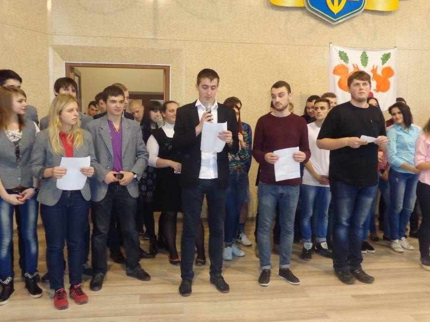 «Мы рады, что мы не такие, как все!» - в Красноармейске масштабно, зрелищно и энергично прошел студенческий КВН (фото) - фото 14