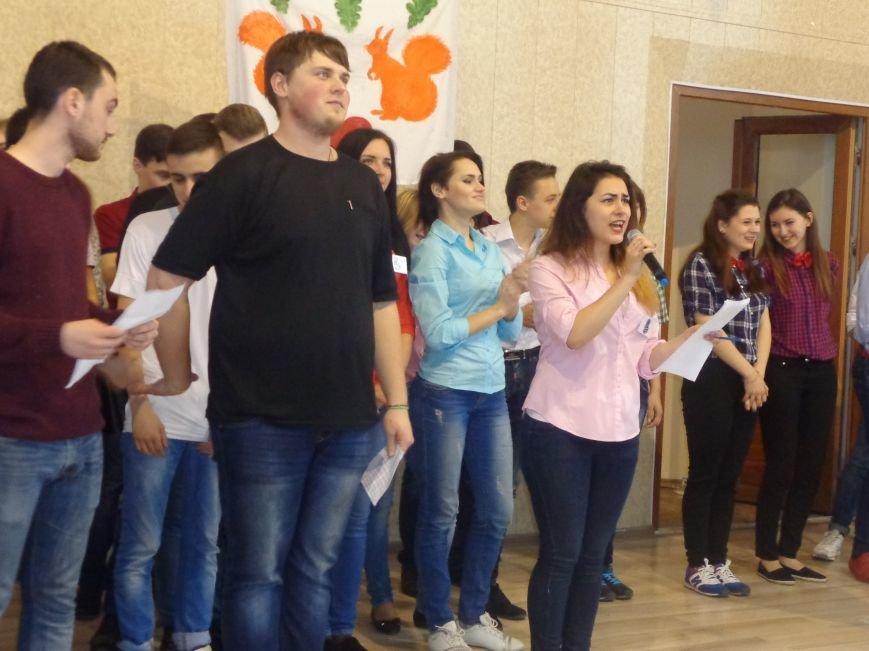 «Мы рады, что мы не такие, как все!» - в Красноармейске масштабно, зрелищно и энергично прошел студенческий КВН (фото) - фото 13