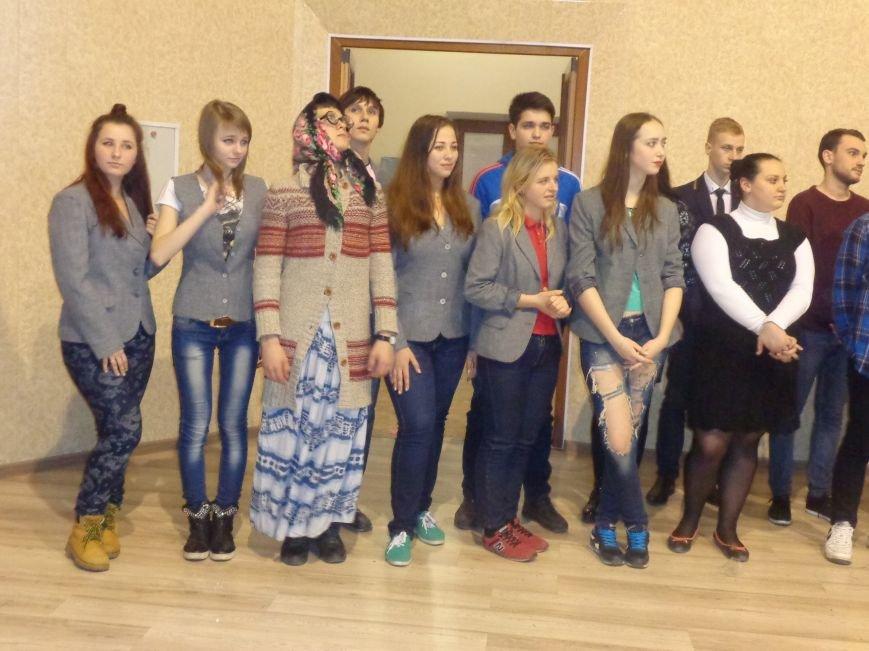 «Мы рады, что мы не такие, как все!» - в Красноармейске масштабно, зрелищно и энергично прошел студенческий КВН (фото) - фото 21