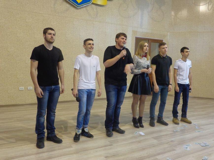 «Мы рады, что мы не такие, как все!» - в Красноармейске масштабно, зрелищно и энергично прошел студенческий КВН (фото) - фото 9